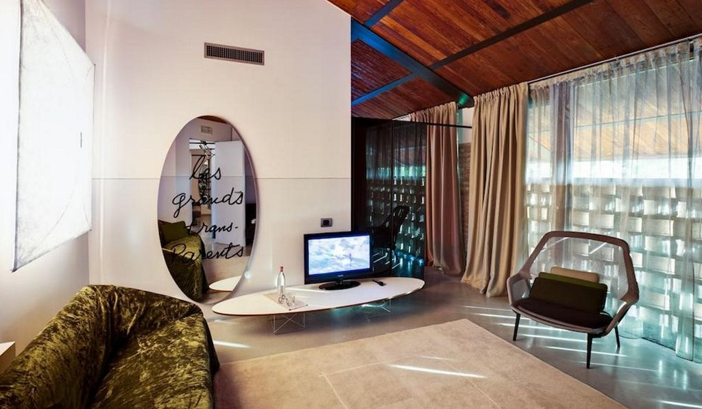 Camera del Tesoro living resort arredamento SM